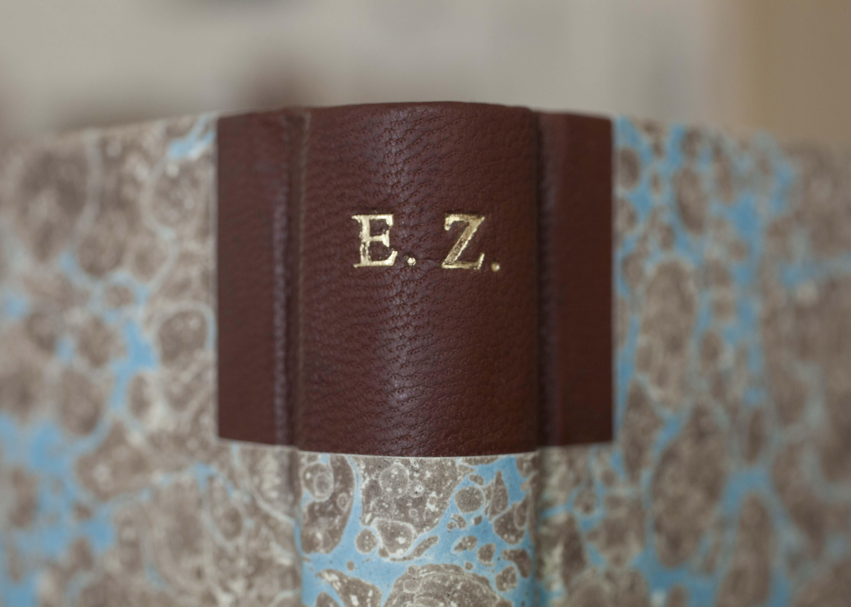 Milimetrinis įrišimas, knygrišystė, vilniaus knygrišių gildija, Ieva Rusteikaitė, užrašinė, marmurinis popierius, Aušra Lazauskienė,
